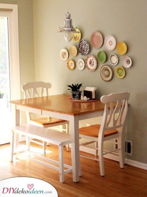 Eine Vielzahl von Tellern – Bleiben Sie kreativ bei der Esszimmer Wandgestaltung