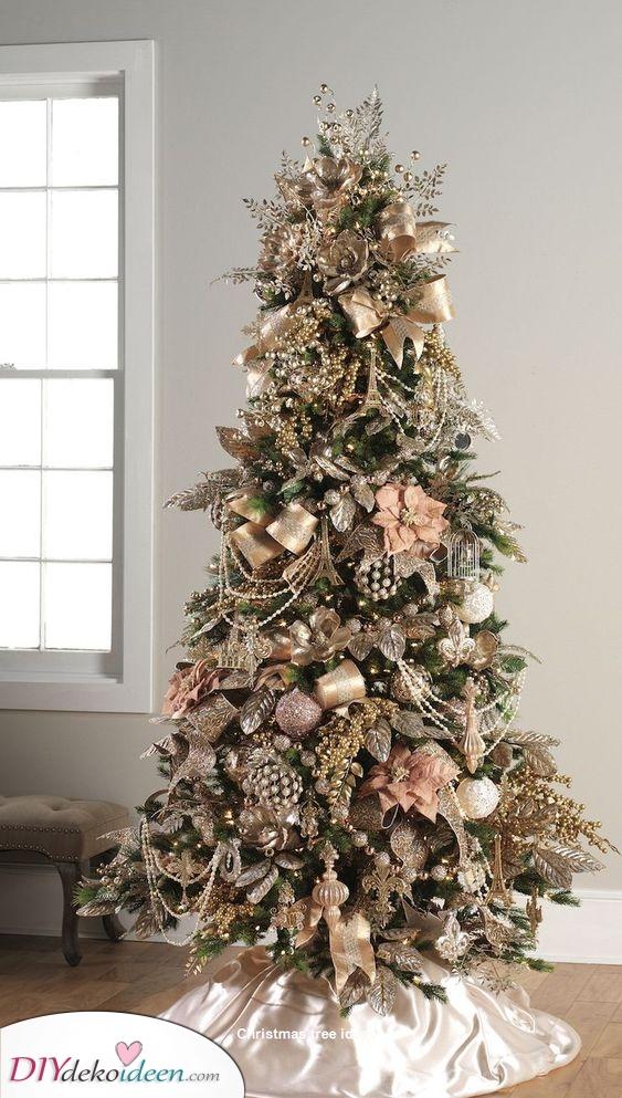 Überladen mit Gold – Weihnachtsbaum geschmückt