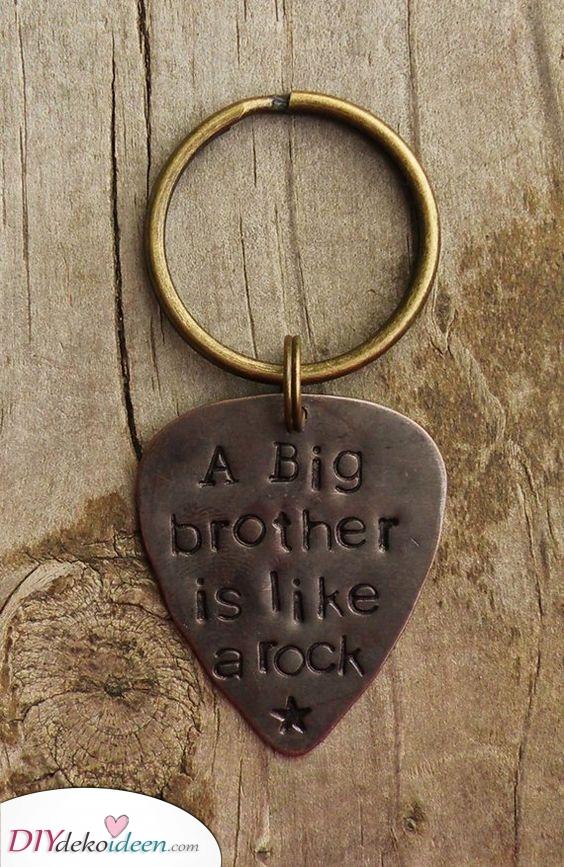 Ein cooler Schlüsselanhänger – Geschenke für den Bruder zu Weihnachten