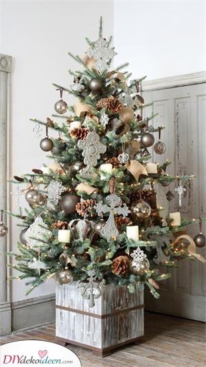 Fügen Sie einen Hauch von Natur hinzu – Weihnachtsbaum geschmückt