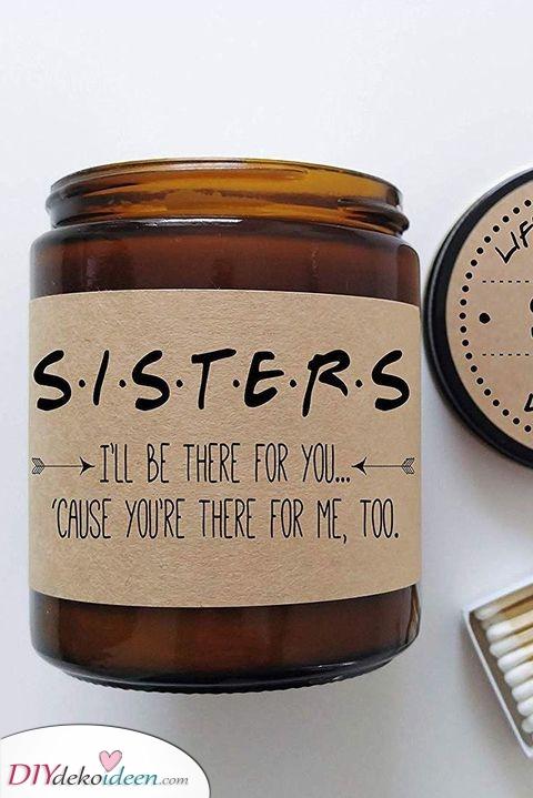 Eine personalisierte Kerze – Geschenke für die Schwester zu Weihnachten